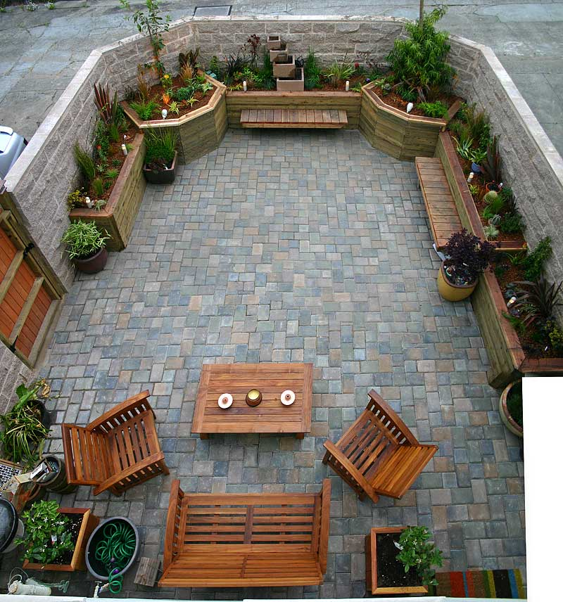 garden17May06.jpg